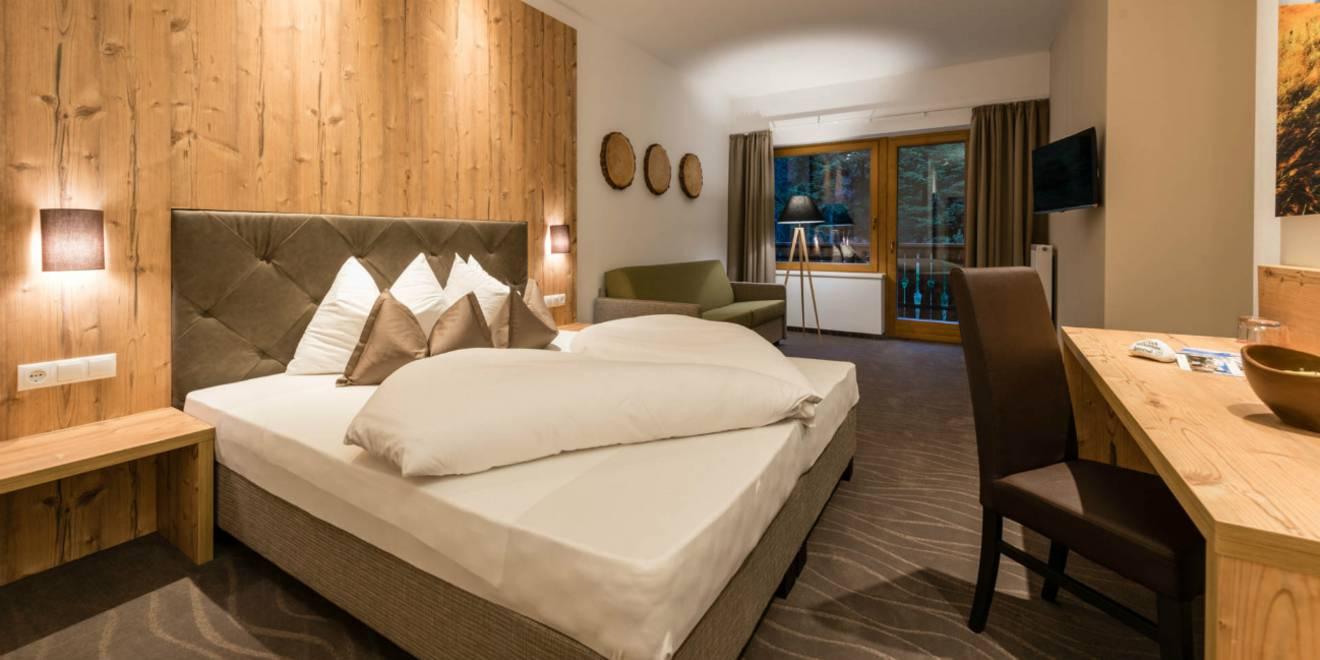 Ein hotel in s dtirol das berzeugt for Zimmer deko aus holz